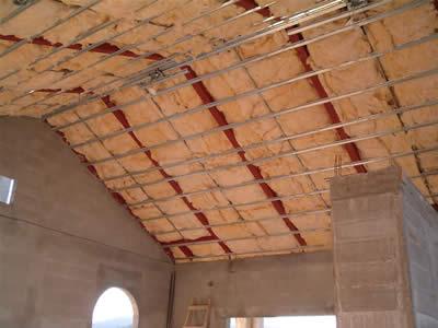 Come coibentare tetto a falde piano interno legno cemento - Isolare il tetto dall interno ...