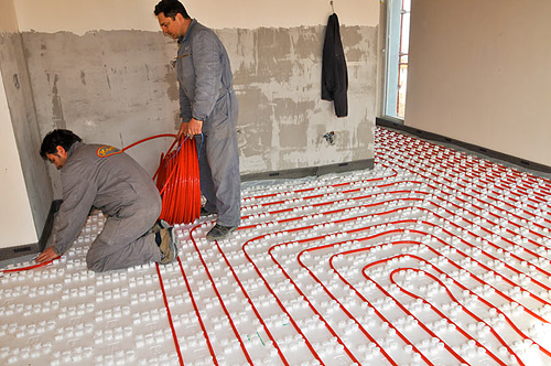 Quanto costa il riscaldamento a pavimento il prezzo di for Pex sistema di riscaldamento ad acqua calda